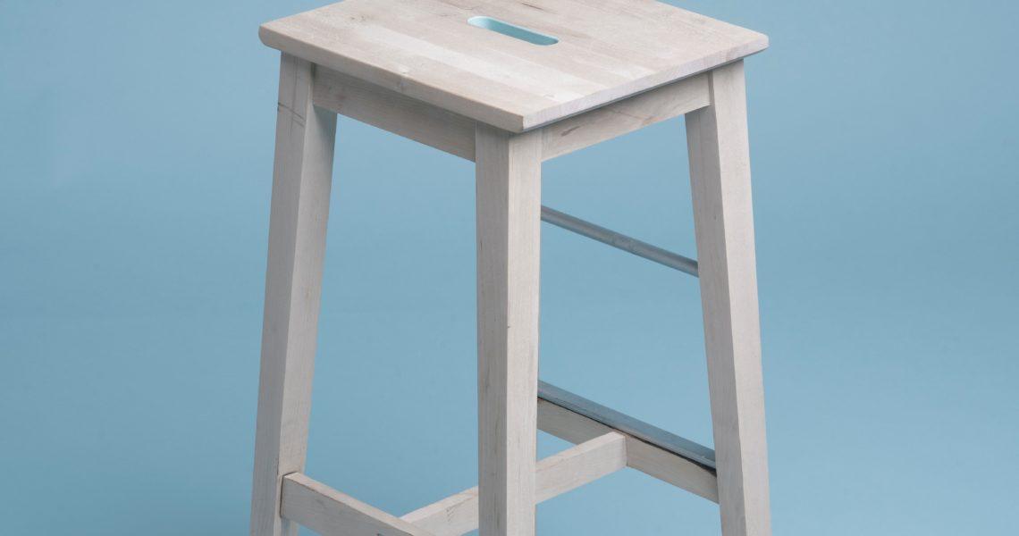 Krzesło jako rekwizyt w przedszkolnych zabawach gimnastycznych